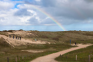 Europa, Niederlande, Zeeland, Weg durch die Duenen im Naturschutzgebiet de Manteling zwischen Domburg und Oostkapelle auf Walcheren, Regenbogen.<br /> <br /> Europe, Netherlands, Zeeland, path through the dunes in the nature reserve de Manteling between Domburg and Oostkapelle on the peninsula Walcheren, rainbow.