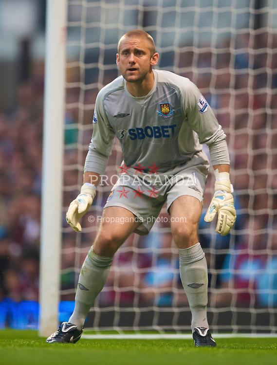 LONDON, ENGLAND - Saturday, September 19, 2009:West Ham United's goalkeeper Robert Green in action against Liverpool during the Premiership match at Upton Park. (Pic by David Rawcliffe/Propaganda)