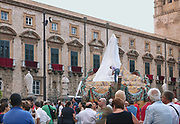 Palermo, festino di Santa Rosalia, statua della Santa  prima di essere liberata dal velo.<br />