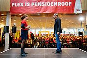 Vice-voorzitter en onderhandelaar Tuur Elzinga beantwoordt vragen over het pensioenakkoord. In Utrecht zijn zo'n duizend FNV-leden bij het vakbondshuis gekomen om als actieberaad te praten over de eerder besproken hoofdlijnen van het actieplan vast te stellen. De vakbond komt in actie na het mislukken van het pensioenakkoord waarvoor de vakbond de schuld heeft gekregen.<br /> <br /> Vice-chairman Tuur Elzinga talks to the audience. In Utrecht around thousand members of the trade union FNV gather to discuss the actions the trade union has to take after the collapse of an agreement on the pensions with the government.
