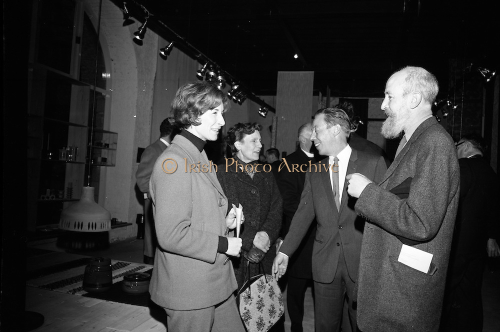 Opening of Kilkenny Design Workshop. Mrs. W. Elliot, Amhaidh; Mrs. Oisin Kelly; W.H. Walshe, chairman; and artist Oisin Kelly.<br /> 15.11.1965