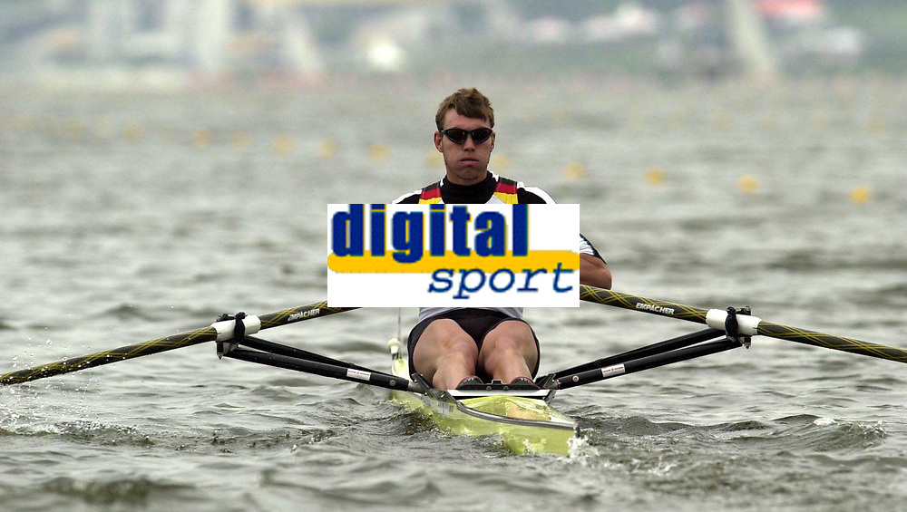 Roing<br /> Foto: Peter Spurrier/Sportsbeat Images/Digitalsport<br /> <br /> 07/05/2004  - FISA World Cup - Poznan - Poland<br /> Start of the men's single scull heats Marcel Hacker moves away from the start.