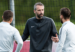 11.04.2018, Taxham, Salzburg, AUT, UEFA EL, FC Salzburg vs SS Lazio Roma, Viertelfinale, Rueckspiel, Abschlusstraining FC Salzburg, im Bild Trainer Marco Rose (FC Salzburg) // Head Coach Marco Rose (FC Salzburg)during practice session of FC Salzburg prior to the UEFA Europa League Quarterfinals, 2nd Leg Match between FC Salzburg and SS Lazio Roma at Taxham in Salzburg, Austria on 2018/04/11. EXPA Pictures © 2018, PhotoCredit: EXPA/ Stefan Adelsberger