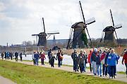 Bij kinderdijk staat een van de grootste toeristische bezienswaardigheden van Nederland, de windmolens die de polders droog hielden voordat gemechaniseerde gemalen dat deden.FOTO: FLIP FRANSSEN/ HH