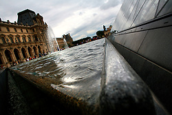FRANCE PARIS 27JUL07 - General view of the main courtyard at the Louvre, the world's most prominent collection of fine art.. . jre/Photo by Jiri Rezac. . © Jiri Rezac 2007. . Contact: +44 (0) 7050 110 417. Mobile:  +44 (0) 7801 337 683. Office:  +44 (0) 20 8968 9635. . Email:   jiri@jirirezac.com. Web:    www.jirirezac.com. . © All images Jiri Rezac 2007 - All rights reserved.