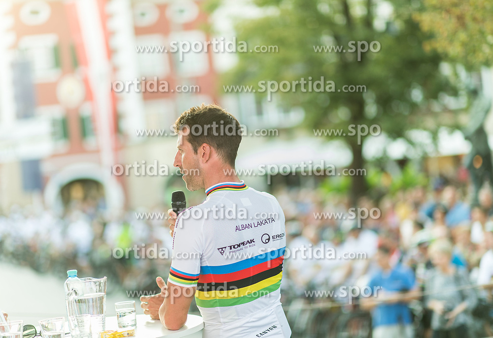 01.08.2017, Hauptplatz, Lienz, AUT, Ehrung für den dreifachen Mountainbike-Weltmeister Alban Lakata durch den Tourismusverband Osttirol, im Bild Alban Lakata (AUT) // Alban Lakata of Austria during honouring of three times Mountainbike world champion in Lienz, Austria on 2017/08/01. EXPA Pictures © 2017, PhotoCredit: EXPA/ Michael Gruber