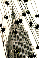 New York 1987 - Empire State Building at Christmas. .© Laura Mueller