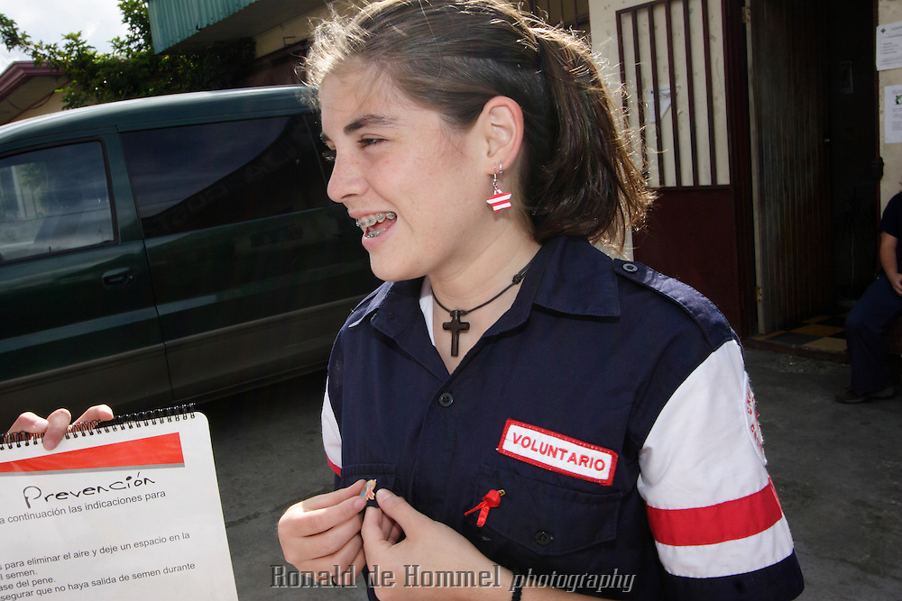 Pamela Vargas Rodriguez and Estelle Soto Solis are  Costa Rican Red Cross volunteers helping with an aids education project. They approach other teenagers in the streets and at schools to tell them about protection.