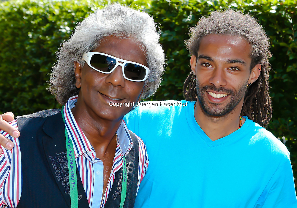 Wimbledon Championships 2013, AELTC,London,<br /> ITF Grand Slam Tennis Tournament,<br /> R-L. Dustin Brown (GER) und ex Tennis Profi Anand Amritraj (IND),Halbkoerper,Querformat,Portrait,