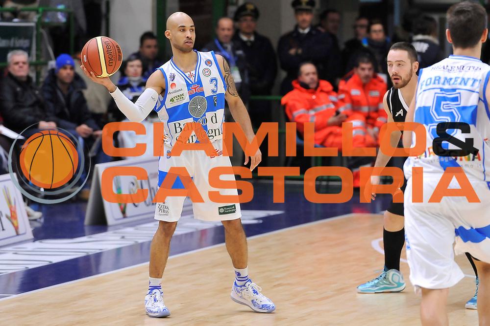DESCRIZIONE : Campionato 2014/15 Dinamo Banco di Sardegna Sassari - Pasta Reggia Juve Caserta<br /> GIOCATORE : David Logan<br /> CATEGORIA : Passaggio<br /> SQUADRA : Dinamo Banco di Sardegna Sassari<br /> EVENTO : LegaBasket Serie A Beko 2014/2015<br /> GARA : Dinamo Banco di Sardegna Sassari - Pasta Reggia Juve Caserta<br /> DATA : 29/12/2014<br /> SPORT : Pallacanestro <br /> AUTORE : Agenzia Ciamillo-Castoria / Luigi Canu<br /> Galleria : LegaBasket Serie A Beko 2014/2015<br /> Fotonotizia : Campionato 2014/15 Dinamo Banco di Sardegna Sassari - Pasta Reggia Juve Caserta<br /> Predefinita :