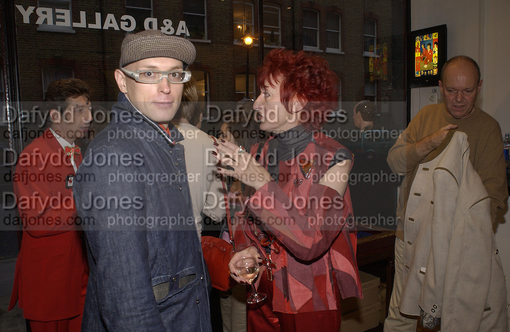 Andre Bartenev and Janet Turner. Immaculate Conceptions. Duggie Fields and Andrew Logan. A. & D. Gallery. 17 September 2002. © Copyright Photograph by Dafydd Jones 66 Stockwell Park Rd. London SW9 0DA Tel 020 7733 0108 www.dafjones.com