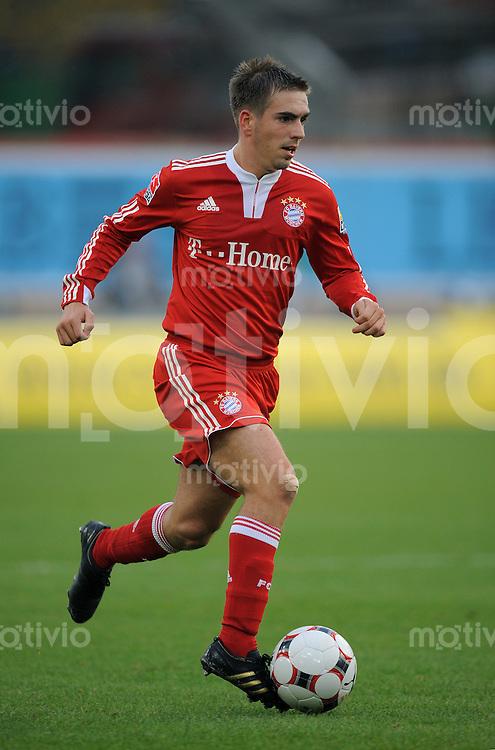 FUSSBALL  1. BUNDESLIGA  SAISON 2009/2010   11. Spieltag   31.10.2009 VfB Stuttgart  - FC Bayern Muenchen Philipp Lahm (FCB) am Ball