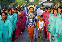 Indonesie. Lombok. Procession d'un mariage. // Indonesia. Lombok. Wedding procession.