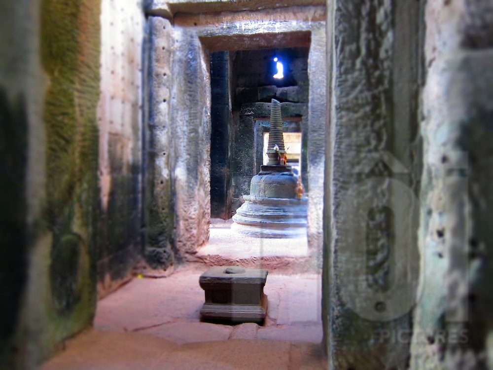 Passageway within Angkor Wat leading to an alter, Angkor, Siem Reap, Cambodia, Southeast Asia