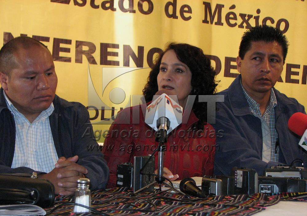 Toluca, Mex.- Dolores Padierna Luna, secretaria de planeacion del CEN del PRD, Felipe Rodr&iacute;guez, representante de la asamblea popular del estado de M&eacute;xico y Sergio Cruz, dirigente de comerciantes, hablan con periodistas donde convocan a una marcha para recordar el fraude del 2 de julio. Agencia MVT / Juan Guillermo Romero. (DIGITAL)<br /> <br /> <br /> <br /> <br /> <br /> <br /> <br /> NO ARCHIVAR - NO ARCHIVE
