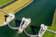 Nederland, Gelderland, Gemeente Overbetuwe, 30-09-2015; stuwcomplex bij Driel in de Neder-rijn. De stuw reguleert waterniveau in de Neder-rijn en de IJssel. Bijgenaamd De Kraan van Nederland. Naast de stuw een schutsluis voor de scheepvaart en de vispassage.<br /> Barrage (weir) or flood gate in Lower Rhine, regulates waterlevel, west of Arnhem.<br /> luchtfoto (toeslag op standard tarieven);<br /> aerial photo (additional fee required);<br /> copyright foto/photo Siebe Swart
