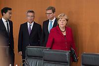 28 AUG 2013, BERLIN/GERMANY:<br /> Philipp Roesler, FDP, Bundeswirtschaftsminister, Thomas de Maiziere, CDU, Bundesverteidigungsminister, Guido Westerwelle, FDP, Bundesaussenminsiter, Angela Merkel, CDU, Bundeskanzlerin, (v.L.n.R.), vor Beginn der Kabinettsitzung, Bundeskanzleramt<br /> IMAGE: 20130828-01-030<br /> KEYWORDS: Kabinett, Sitzung, Thomas de Maizière