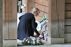 CENTRAL LONDON. A woemn lays flowers at the memorial site. Family and friends of those killed in the World Trade Centre attacks in New York in 2001 visit the memorial to the British victims in Grosvenor Square.  11 September 2010. STEPHEN SIMPSON.