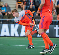 AMSTELVEEN - Mink van der Weerden (Ned) scoort uit een strafcorner   tijdens  de tweede  Olympische kwalificatiewedstrijd hockey mannen ,  Nederland-Pakistan (6-1). Oranje plaatst zich voor de Olympische Spelen 2020.   COPYRIGHT KOEN SUYK