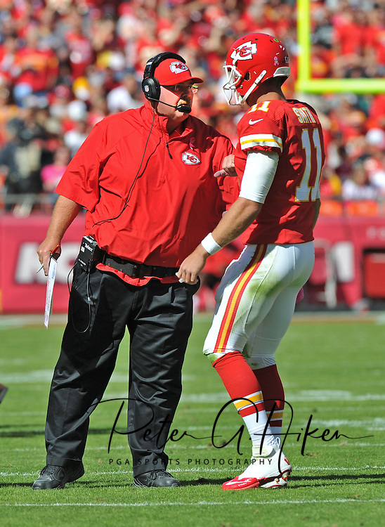 KANSAS CITY, MO - OCTOBER 13:  Head coach Andy Reid (L) of the Kansas City Chiefs talks with quarterback Alex Smith during the first half against the Oakland Raiders on October 13, 2013 at Arrowhead Stadium in Kansas City, Missouri.  (Photo by Peter G. Aiken/Getty Images) *** Local Caption *** Andy Reid;Alex Smith