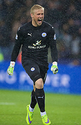 LEICESTER, ENGLAND - Wednesday, April 29, 2015: Leicester City's goalkeeper Kasper Schmeichel celebrates his side's opening goal against Chelsea during the Premier League match at Filbert Way. (Pic by David Rawcliffe/Propaganda)