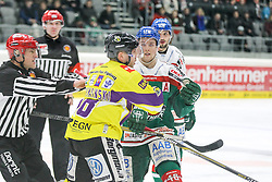 04.01.2015, Curt Frenzel Stadion, Augsburg, GER, DEL, Augsburger Panther vs Krefeld Pinguine, 35. Runde, im Bild l-r: Rangelei, Martin Schymainski #88 (Krefeld Pinguine) und Mike Connoly #48 (Augsburger Panther), Foto: Eibner // during Germans DEL Icehockey League 35th round match between Augsburger Panther and Krefeld Pinguine at the Curt Frenzel Stadion in Augsburg, Germany on 2015/01/04. EXPA Pictures © 2015, PhotoCredit: EXPA/ Eibner-Pressefoto/ Kolbert<br /> <br /> *****ATTENTION - OUT of GER*****