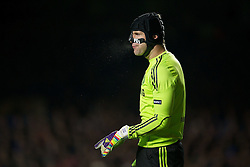 06.12.2011, Stamford Bridge, London, ENG, UEFA CL, Gruppe E, FC Chelsea (GBR) vs FC Valencia (ESP), im Bild Chelsea's goalkeeper Petr Cech, wearing a protective face mask, in action against Valencia CF during the football match of UEFA Champions league, group E, between FC Chelsea (GBR) and FC Valencia (ESP), at Stamford Bridge Stadium, London, United Kingdom on 06/12/2011. EXPA Pictures © 2011, PhotoCredit: EXPA/ Sportida/ David Rawcliff..***** ATTENTION - OUT OF ENG, GBR, UK *****