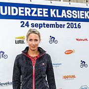 NLD/Almere/20160924 - Start fietstocht BN'ers trappen darmkanker de wereld uit, Sanny Verhoeven