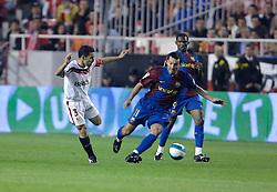 03-03-2007 VOETBAL: SEVILLA FC - BARCELONA: SEVILLA  <br /> Sevilla wint de topper met Barcelona met 2-1 / David Castedo Escudero en Gianluca Zambrotta - boarding unibet.com<br /> ©2006-WWW.FOTOHOOGENDOORN.NL