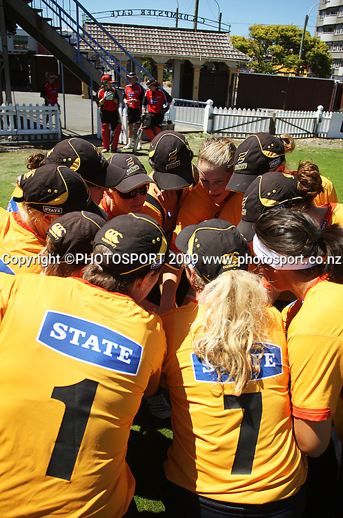 Wellington players huddle before going out to field.<br /> State League final. Wellington Blaze v Canterbury Magicians at Allied Prime Basin Reserve, Wellington. Saturday, 24 January 2009. Photo: Dave Lintott/PHOTOSPORT