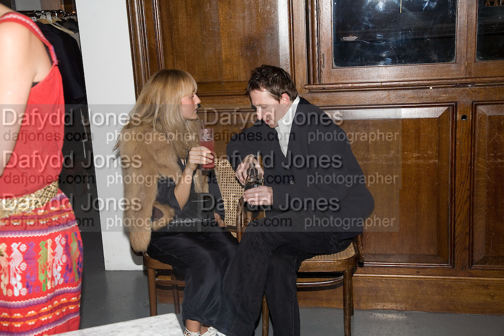 HANNAH MCGIBBON AND JOE MCKENNA, Gap/ Red launch Dinner hosted by  Katie Grand at Bistrotheque. Bethnal Green. London. 29 November 2007.  -DO NOT ARCHIVE-© Copyright Photograph by Dafydd Jones. 248 Clapham Rd. London SW9 0PZ. Tel 0207 820 0771. www.dafjones.com.