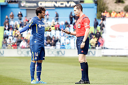 16.04.2016, Estadio Coliseum Alfonso Perez, Getafe, ESP, Primera Division, Getafe CF vs Real Madrid, 33. Runde, im Bild Getafe's Pedro Leon have words with the referee Gonzalez Gonzalez // during the Spanish Primera Division 33th round match between Getafe CF and Real Madrid at the Estadio Coliseum Alfonso Perez in Getafe, Spain on 2016/04/16. EXPA Pictures © 2016, PhotoCredit: EXPA/ Alterphotos/ Acero<br /> <br /> *****ATTENTION - OUT of ESP, SUI*****