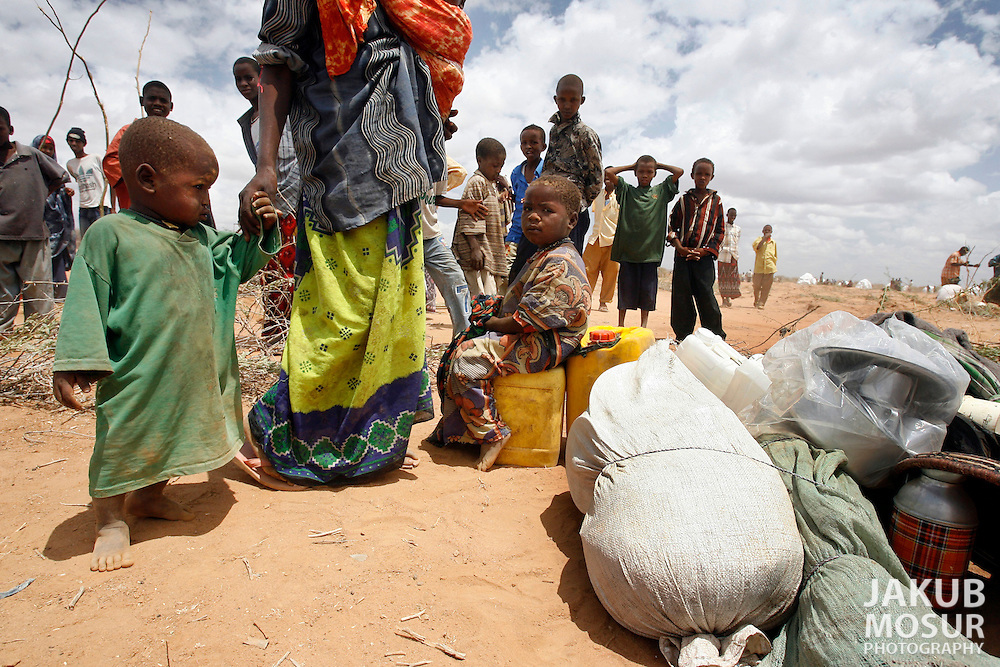 September 14, 2006 - A Somali family stands next to their possessions while their home is constructed at the Dagahaley Refugee Camp in Dadaab, Kenya, 50 miles from the Somali border. Somalis are fleeing from recent clashes between Somalia Union of Islamic Courts and Somali warlords. Over 21,000 refugees since January 2006 have arrived in Dadaab which has a growing population of 140,000 refugees, in the North Eastern province of Kenya..(Photo by Jakub Mosur/Polaris)