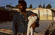 France. Marseille. the renaude , north area suburbs. gypsies  Marseille  France    /cite la Renaude  dans les quartiers nord.  Des gitans  Marseille  France  /R00015/19    L2821  /  P0004023