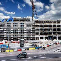 Nederland, Amsterdam, 17 mei 2016.<br /> Canadese warenhuisketen Hudson&rsquo;s Bay opent twintig warenhuizen in Nederland.<br /> Daarvoor zijn 2500 winkelmedewerkers nodig en eenzelfde aantal in de bouw.<br /> Aan de Amsterdamse Rokin verrijst een nieuw winkelpand, oorspronkelijk gepland voor een andere keten, waar straks de &lsquo;flagshipstore&rsquo; van hudson&rsquo;s Bay in komt.<br /> <br /> <br /> Foto: Jean-Pierre Jans