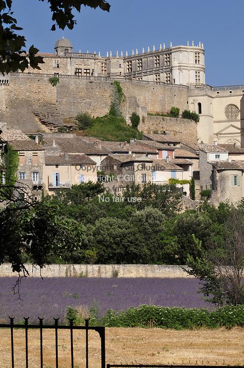 France, Auvergne-Rhône-Alpes, Drôme (26), le château de Grignan (12e siècle) classé et inscrit aux Monuments Hitoriques // France, region of Auvergne Rhone Alpes, department of Drome, castle of Grignan (12th century) registred at Historical Monument