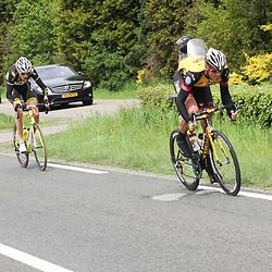 60e ronde van Overijssel Arran Brown en Jochem Hoekstra proberen weg te komen ri Tankenberg