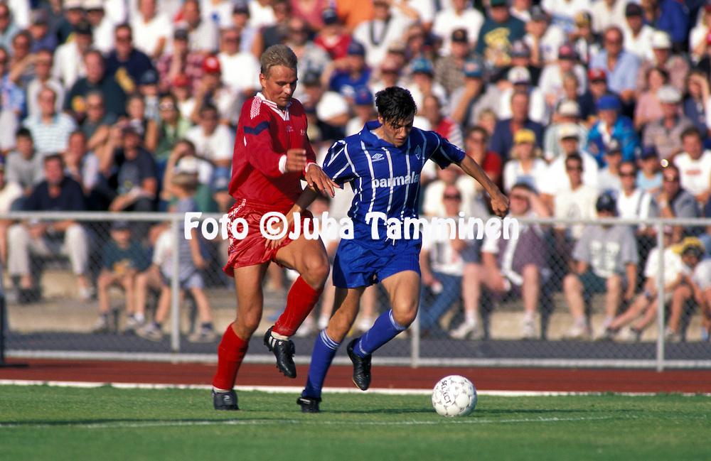 20.08.1996, Pori..UEFA Cup karsintakierros.Jukka Ollikkala (FC Jazz Pori) v Rolan Gousev (Moscow Dynamo).©JUHA TAMMINEN