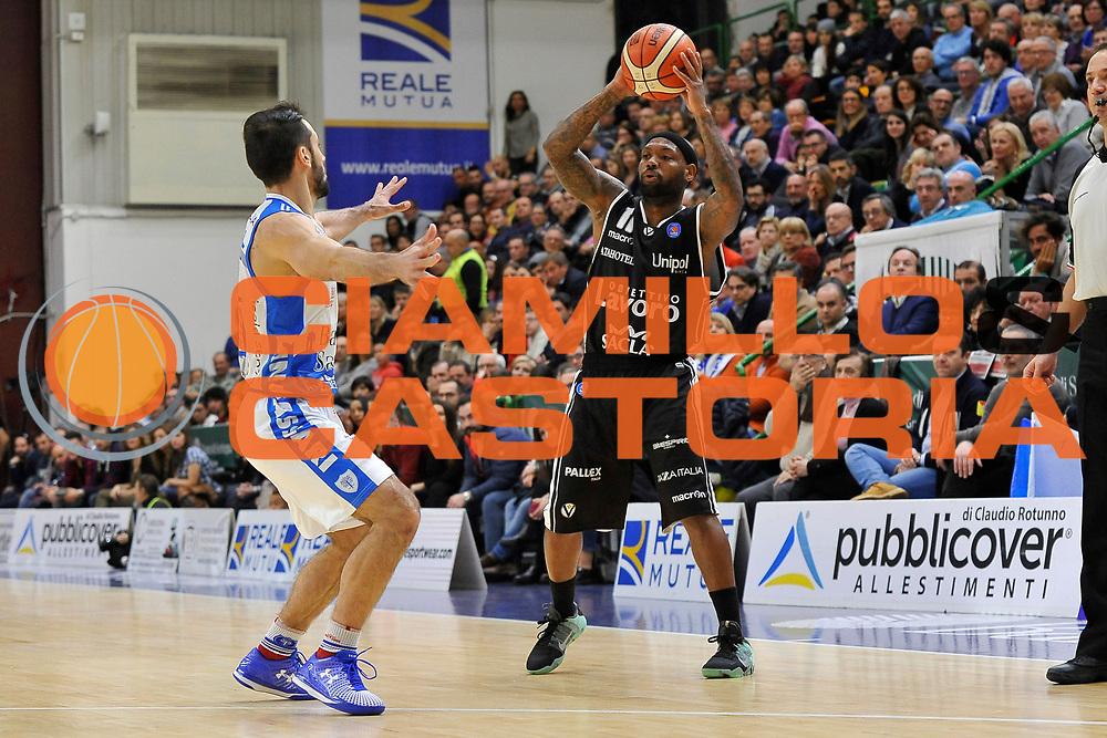 DESCRIZIONE : Beko Legabasket Serie A 2015- 2016 Dinamo Banco di Sardegna Sassari - Obiettivo Lavoro Virtus Bologna<br /> GIOCATORE : Andre Collins<br /> CATEGORIA : Palleggio<br /> SQUADRA : Obiettivo Lavoro Virtus Bologna<br /> EVENTO : Beko Legabasket Serie A 2015-2016<br /> GARA : Dinamo Banco di Sardegna Sassari - Obiettivo Lavoro Virtus Bologna<br /> DATA : 06/03/2016<br /> SPORT : Pallacanestro <br /> AUTORE : Agenzia Ciamillo-Castoria/C.Atzori