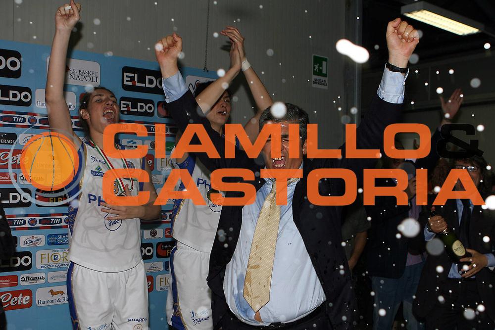 DESCRIZIONE : Napoli Lega A1 Femminile 2006-07 Finale Scudetto Gara 4 Phard Napoli Germano Zama Faenza<br /> GIOCATORE : Pasquale Panza Sara Giauro <br /> SQUADRA : Phard Napoli <br /> EVENTO : Campionato Lega A1 Femminile Finale Scudetto Gara 4 2006-2007 <br /> GARA : Phard Napoli Germano Zama Faenza<br /> DATA : 16/05/2007 <br /> CATEGORIA : Esultanza Award<br /> SPORT : Pallacanestro <br /> AUTORE : Agenzia Ciamillo-Castoria/E.Castoria<br /> Galleria : Lega Basket Femminile 2006-2007<br /> Fotonotizia : Napoli Campionato Italiano Femminile Lega A1 2006-2007 Finale Scudetto Gara 4 Phard Napoli Germano Zama Faenza<br /> Predefinita :