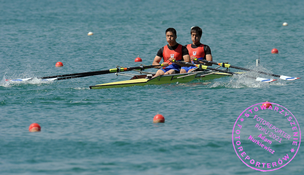 (L) JEONGKWAN KIM & (R) JINTAE KIM (BOTH KOREA) COMPETE AT MEN'S DOUBLE SCULLS REPECHAGE HEAT DURING DAY 1 FISA ROWING WORLD CUP ON ESTANY LAKE IN BANYOLES, SPAIN...BANYOLES , SPAIN , MAY 29, 2009..( PHOTO BY ADAM NURKIEWICZ / MEDIASPORT )..PICTURE ALSO AVAIBLE IN RAW OR TIFF FORMAT ON SPECIAL REQUEST.