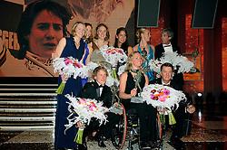15-12-2009 ALGEMEEN: NOC NSF SPORTGALA 2009: AMSTERDAM<br /> De prijzen gingen naar turner Epke Zonderland, wielrenster Marianne Vos, de estafettezwemsters Marleen Veldhuis, Femke Heemskerk, Ranomi Kromowidjojo, Inge Dekker en Hinkelien Schreuder, de gehandicapte paratriatlete Monique van der Vorst en voetbaltrainer Louis van Gaal . Vos liet de Jaap Eden door haar vader in ontvangst nemen. <br /> ©2009-WWW.FOTOHOOGENDOORN.NL