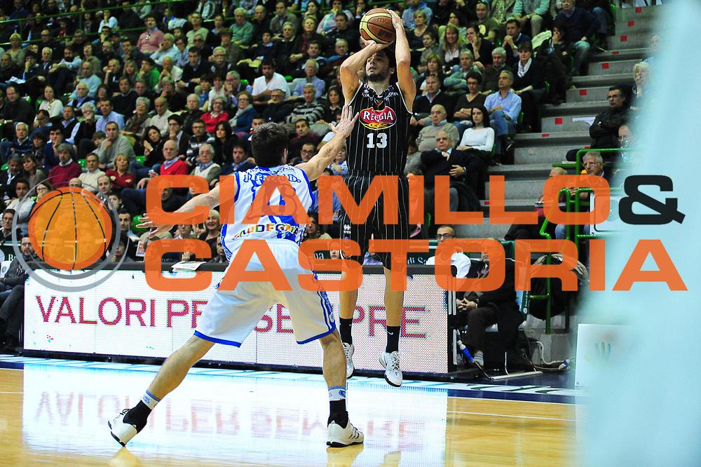 DESCRIZIONE : LegaBasket Serie A 2013-14 Dinamo Banco di Sardegna Sassari - Pasta Reggia Juve Caserta<br /> GIOCATORE : Michele Vitali<br /> CATEGORIA : Tiro Tre Punti<br /> SQUADRA : Pasta Reggia Juve Caserta<br /> EVENTO : Campionato Serie A 2013-14<br /> GARA : Dinamo Banco di Sardegna Sassari - Pasta Reggia Juve Caserta<br /> DATA : 27/04/2014<br /> SPORT : Pallacanestro <br /> AUTORE : Agenzia Ciamillo-Castoria / M.Turrini<br /> Galleria : Lega Basket Serie A Beko 2013-2014  <br /> Fotonotizia : LegaBasket Serie A 2013-14 Dinamo Banco di Sardegna Sassari - Pasta Reggia Juve Caserta<br /> Predefinita :