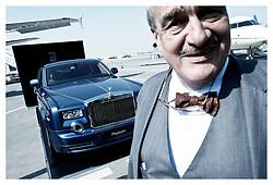 """....dneska tu nic nekoupim...""vystava leteckych spolecnosti a automobilu Rolls Royce v Bahrainu. leden 2012"