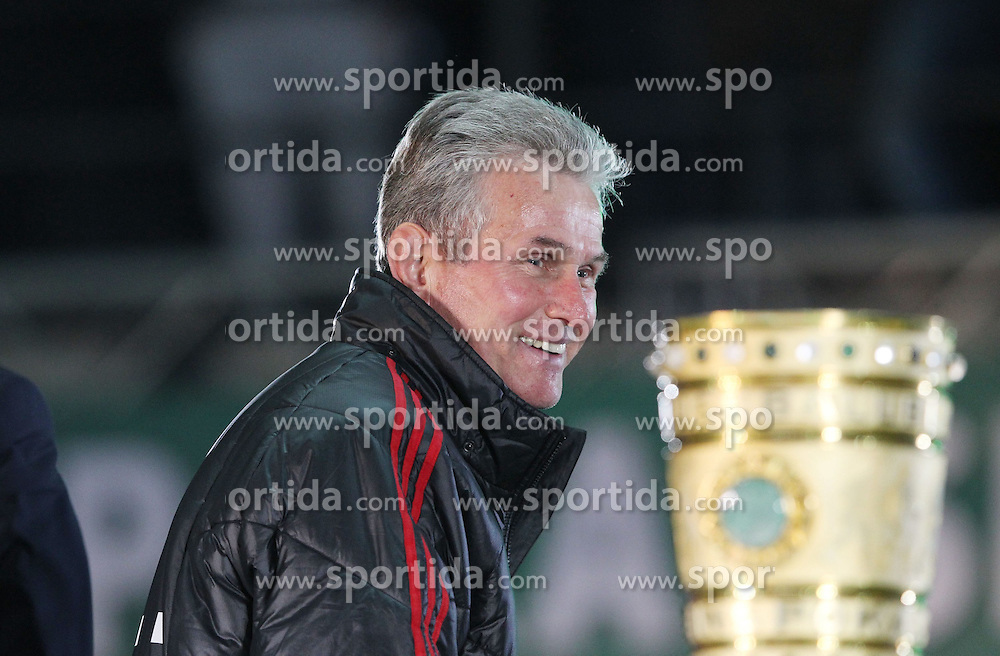 12.05.2012, Olympia stadion, Berlin, GER, DFB Pokal, Finale, Borussia Dortmund vs FC Bayern Muenchen, im Bild Jupp HEYNCKES (Bayern Muenchen) trotzdem lachend vor dem DFB Pokal // during final Football Match of German 'DFB Pokal' between Borussia Dortmund and FC Bayern Munich at Olimpic stadium Berlin, Gemany on 2012/05/12. EXPA Pictures © 2012, PhotoCredit: EXPA/ Eibner/ Eckhard Eibner..***** ATTENTION - OUT OF GER *****