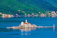 Monténégro, côte Adriatique, la baie et bouches de Kotor, Perast, ile Notre-Dame-du-Récif // Montenegro, Adriatic coast, Bay of Kotor, Perast, Island of Our Lady of the Rock island