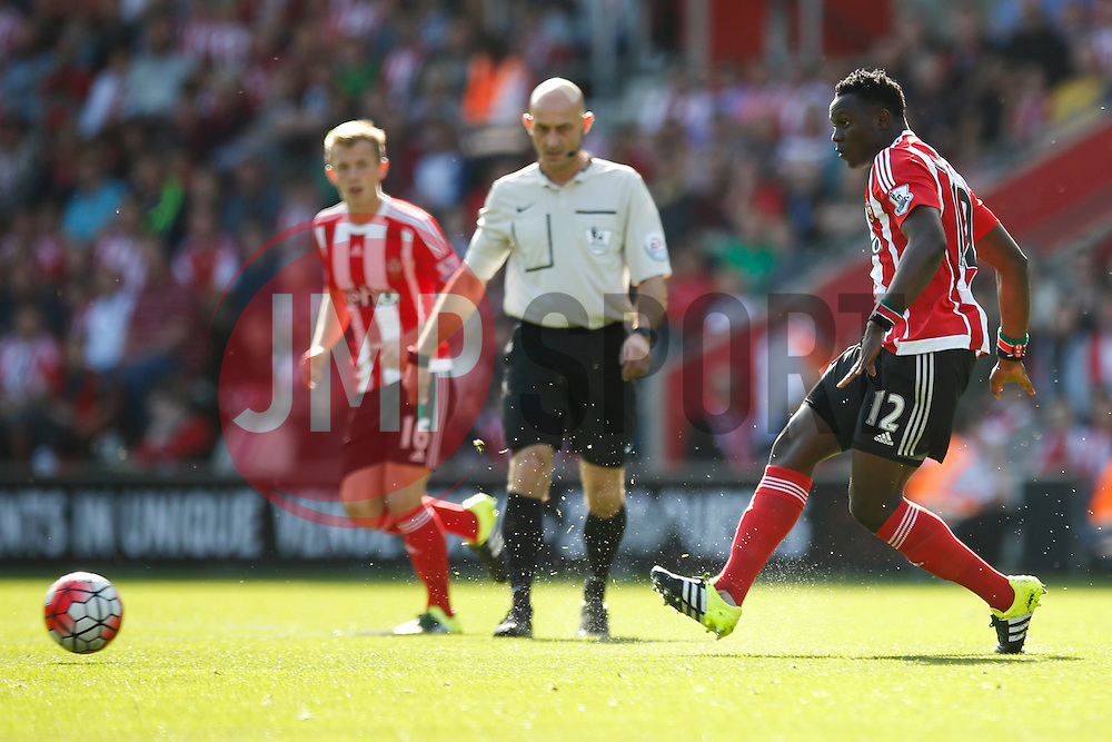 Southampton's Victor Wanyama in action - Mandatory by-line: Jason Brown/JMP - 07966 386802 - 26/09/2015 - FOOTBALL - Southampton, St Mary's Stadium - Southampton v Swansea City - Barclays Premier League