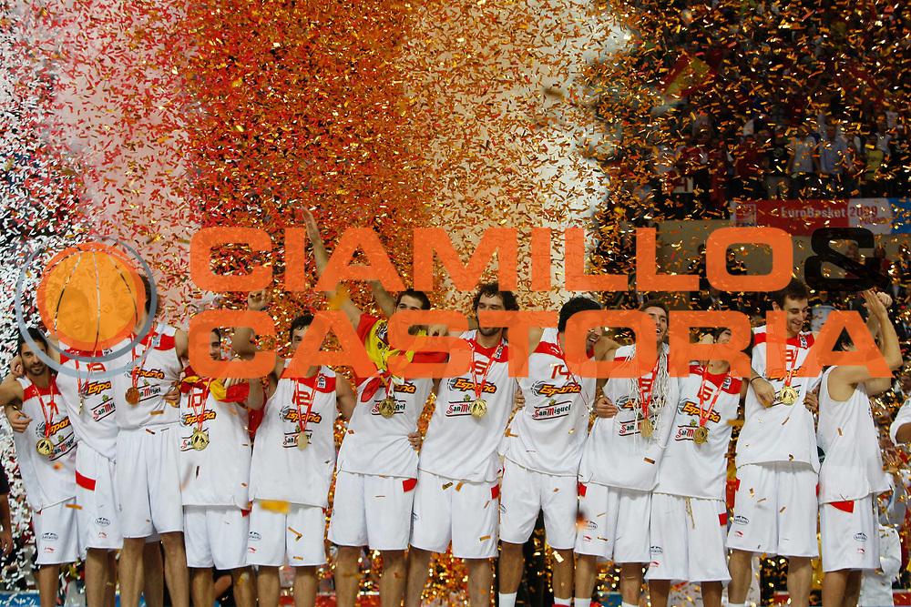 DESCRIZIONE : Katowice Poland Polonia Eurobasket Men 2009 Finale 1 2 posto Final 1st 2nd place Spagna Spain Serbia<br /> GIOCATORE : Team Spagna Spain <br /> SQUADRA : Spagna Spain<br /> EVENTO : Eurobasket Men 2009<br /> GARA : Spagna Spain Serbia<br /> DATA : 20/09/2009 <br /> CATEGORIA : esultanza premiazione<br /> SPORT : Pallacanestro <br /> AUTORE : Agenzia Ciamillo-Castoria/M.Kulbis<br /> Galleria : Eurobasket Men 2009 <br /> Fotonotizia : Katowice  Poland Polonia Eurobasket Men 2009 Finale 1 2 posto Final 1st 2nd place Spagna Spain Serbia<br /> Predefinita :