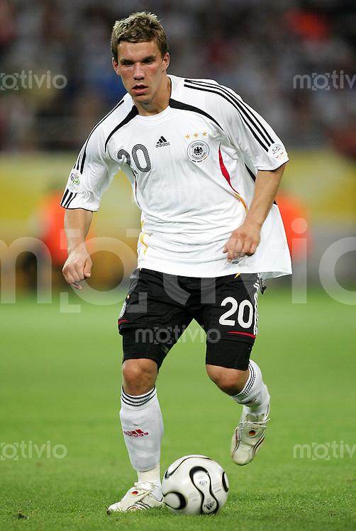 Fussball WM 2006 Halbfinale in Dortmund, Deutschland - Italien,  Lukas Podolski (GER).