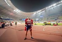 Jubel Sieger Karsten WARHOLM NOR/ 1.Platz mit Fahne. Finale 400m Huerden der Maenner, am 30.09.2019 Leichtathletik Weltmeisterschaft 2019 in Doha/ Katar, vom 27.09. - 10.10.2019.   Jubilation winner Karsten WARHOLM NOR 1 place with flag final 400m hurdles of men, on 30 09 2019 Athletics World Championship 2019 in Doha Qatar, from 27 09 10 10 2019  <br />  Norway only